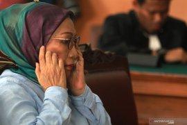 Ratna Sarumpaet minta dirujuk ke Rumah Sakit karena sakit leher