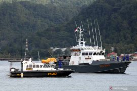 Gelombang tinggi empat meter bayangi wilayah perairan Maluku