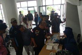 Awak bus mudik di Terminal Poris Tangerang jalani pemeriksaan urine