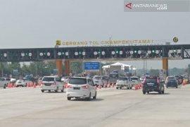 Volume kendaraan lintasi tol Jakarta-Cikampek meningkat 144 persen