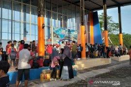 Penumpang mulai padati pelabuhan Tanjung Pandan