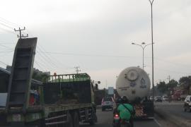 Jalinsum Lampung makin dipadati truk besar Page 3 Small
