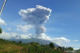 BPBD Bali minta masyarakat tetap tenang setelah Gunung Agung meletus