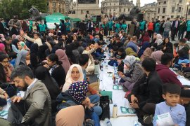 Ini dia, Serunya buka puasa di Trafalgar Square London
