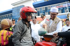 Posko Mudik PKS bagikan bensin dan tiket gratis pada pemudik