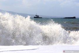 Stasiun Meteorologi: Waspadai gelombang setinggi 6 meter di perbatasan Maluku