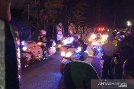 Jenazah Ani Yudhoyono  tiba di Puri Cikeas  pukul 23.05 WIB