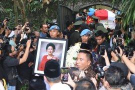 SBY berniat bukukan kisah Ani Yudhoyono