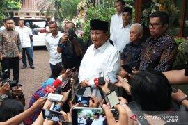 Prabowo sampaikan permintaan maaf tidak hadir pemakaman Ani