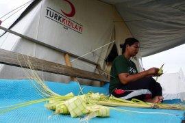 Korban gempa bumi Palu lebaran di pengungsian