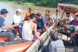 Seorang bocah hanyut di sungai ditemukan tewas