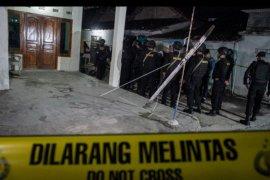 Penggeledahan rumah pelaku bom bunuh diri