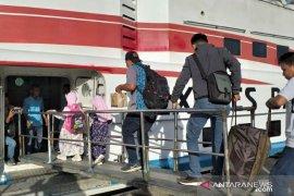 H-1 Lebaran, penumpang di Pelabuhan Tanjung Pandan menurun