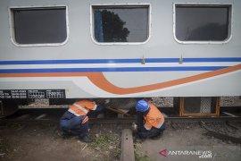 Kereta api anjlok