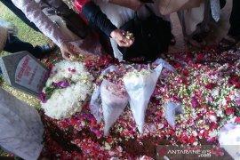 Bunga merah, permintaan terakhir Ani pada SBY