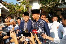 Keluarga SBY serba biru saat shalat Id di masjid dekat Puri Cikeas