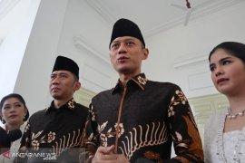 """AHY sebut ucapan """"flamboyan"""" untuk Ani Yudhoyono dari Presiden menyentuh hati"""