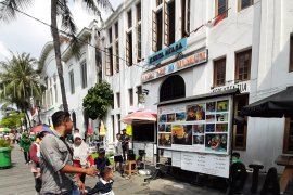 Roundup - Hari kedua Lebaran, warga menyerbu objek wisata