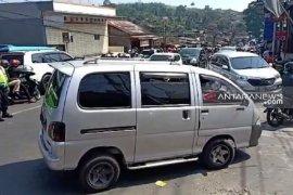 Jalur Sukabumi - Bogor dipadati kendaraan wisatawan