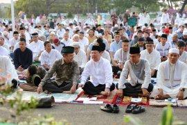 Boytenjuri Shalat Idul Fitri di Lapangan Saburai Bersama Mantan Gubernur Lampung Ridho Ficardo