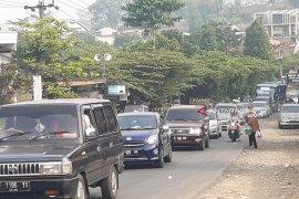 H+2 kendaraan wisatawan di jalur penghubung Sukabumi-Bogor padat