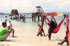 Wisatawan serbu Pulau Angso Duo  di Pariaman