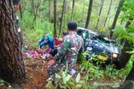 Mobil masuk ke jurang, satu prajurit TNI gugur , enam luka-luka