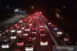 Arus Tol Jakarta-Cikampek sempat padat merayap