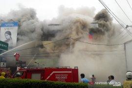 Lima Ruko di Tanjupura Pontianak ludes terbakar