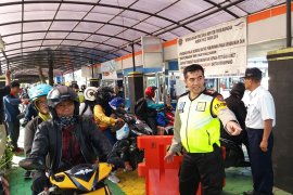 PT ASDP Ketapang tambah dua loket untuk mengurai penumpukan penumpang (Video)