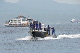 Satpol Air Polres Banyuwangi patroli laut di Selat Bali