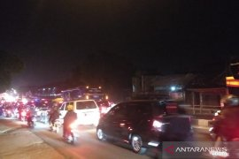 """Jalan arteri Karawang macet akibat penerapan """"one way"""""""