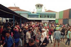 Arus balik dua kapal Pelni masuk pelabuhan Yos Sudarso angkut ribuan penumpang