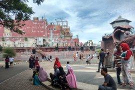 Kapal Apung Banda Aceh dipadati ribuan wisatawan liburan Lebaran