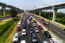 Satu arah Tol Jakarta-Cikampek dilakukan mulai dari KM 57
