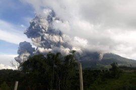 Masyarakat dan wisatawan diimbau tidak beraktivitas 3 KM dari Sinabung
