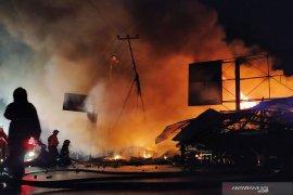 Si jago merah mengamuk, 62 kios hangus terbakar