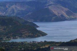 Arus balik angkutan penyeberangan di Danau Toba  lancar