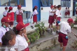 Pascaerupsi Sinabung, siswa SD di kaki gunung butuh masker