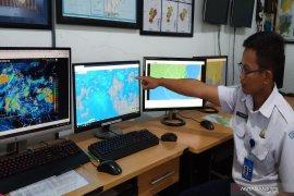 BMKG memperingatkan cuaca ekstrem di tiga daerah di Kalsel