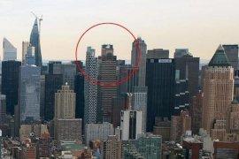 Pilot helikopter diduga tewas dalam kecelakaan di atap  bangunan
