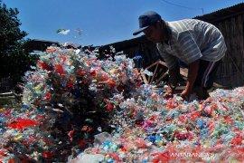 Tas dan sedotan plastik tidak akan ada lagi di Kanada