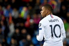 Resmi dapatkan Hazard, Madrid tunda perburuan Mbappe hingga musim depan