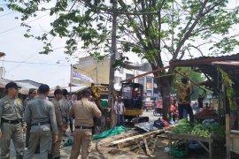 Pemkot Medan tertibkan ratusan PKL Kampung Lalang