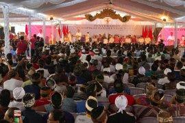 Jokowi bagikan 3.000 persil sertifikat tanah di Bali