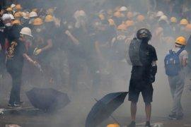 Pengunjuk rasa bentrok dengan Polisi Hong Kong
