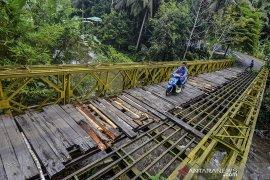 Jembatan Bailey rusak