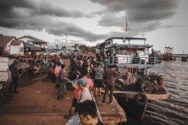 Lonjakan penumpang masih menghiasi pelabuhan Teluk Batang