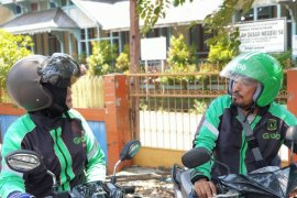Fahrul - Yeni, suami istri driver GrabBike Pontianak yang ikut beramal