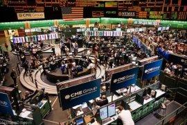 "Emas naik tipis, investor berbondong-bondong ke aset ""safe haven"""